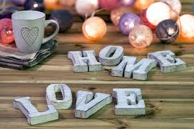 How to Choose the Perfect Gift for a Home Lover